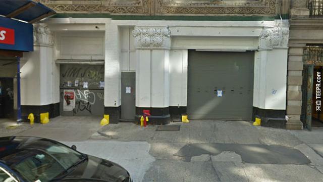 曼哈頓停車位,要價100萬美元。這個位於曼哈頓市中心的停車位,要價美金100萬元,這個數字是美國一般家庭房屋售價的6倍。