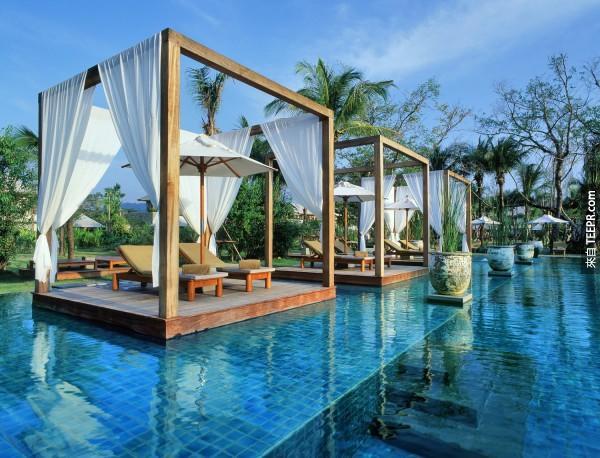#30. 泰國攀牙府渡假村( Sarojin resort)內的泳池。