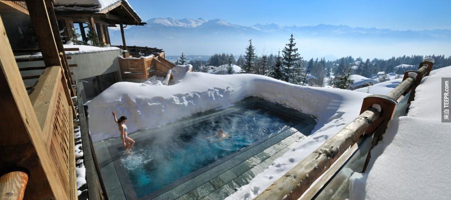 #27. 瑞士這家飯店(LeCrans Hotel)的泳池也太美了吧~