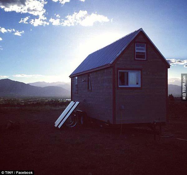 我們不需要放棄實質的財富,只要放棄麥克豪宅建造一個小房屋就好。 (McMansions)(形容大卻沒有特色,就像速食漢堡一樣的豪宅)。