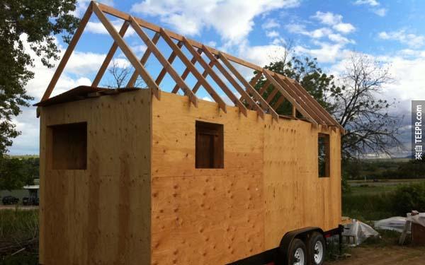 這個人沒有任何的建築經驗,但是他建造的房子給了我希望。