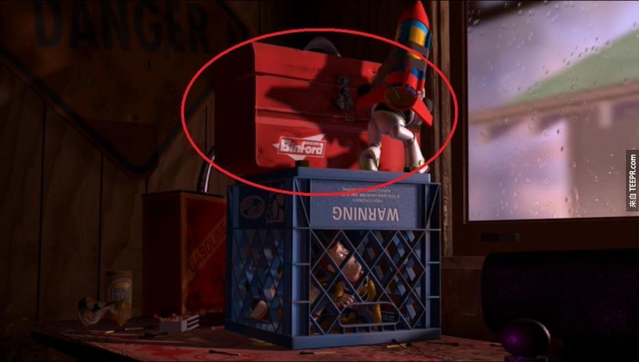 玩具总动员中胡迪被BinFord的工具箱所困住,这个工具箱也同时在知名好莱坞明星Tim Allen的家庭改造的电视秀中出现过。