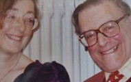 因為太懷念她死去的先生,這個女士5年來每一天都做一樣的事情。