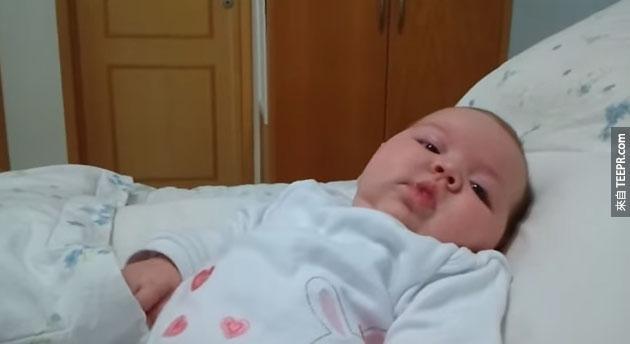 當這個寶寶剛出生的時候,最興奮的不是她的父母親。你一定不會相信最興奮的是誰...笑死我了!
