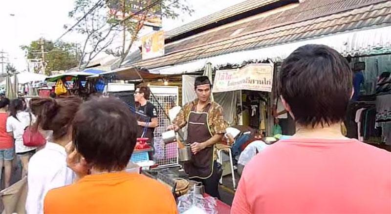 這個女遊客只是點了一杯泰國冰奶茶,她做夢都沒有想到泰國奶茶一點都不單純...