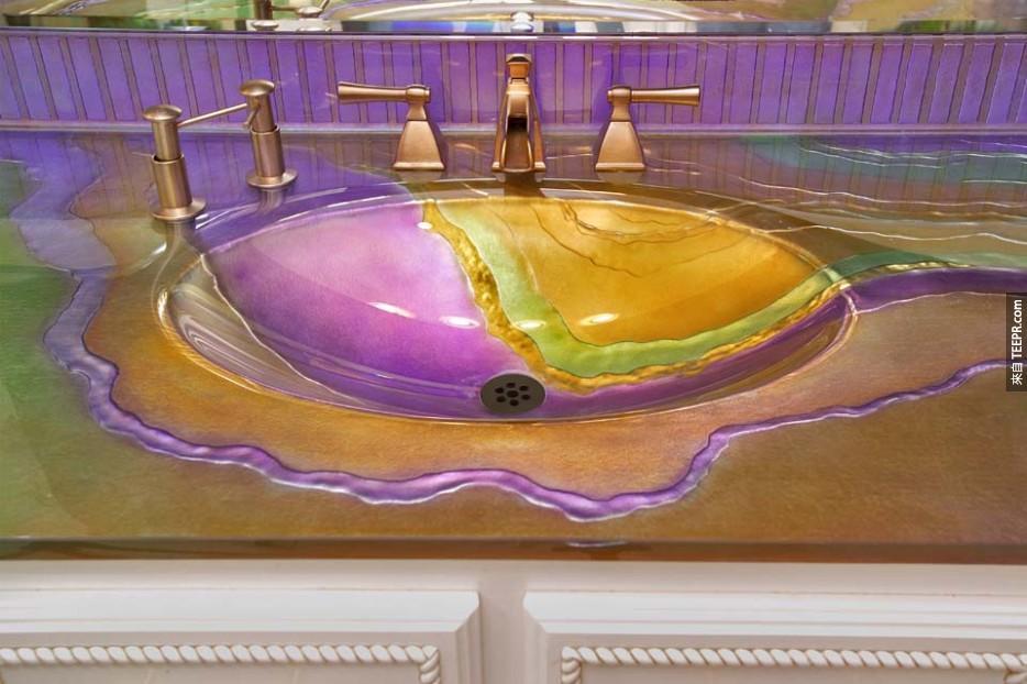 又是一個鮮豔的洗手台。