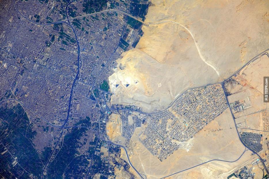 Pyramids%20at%20Giza%2C%20Egypt