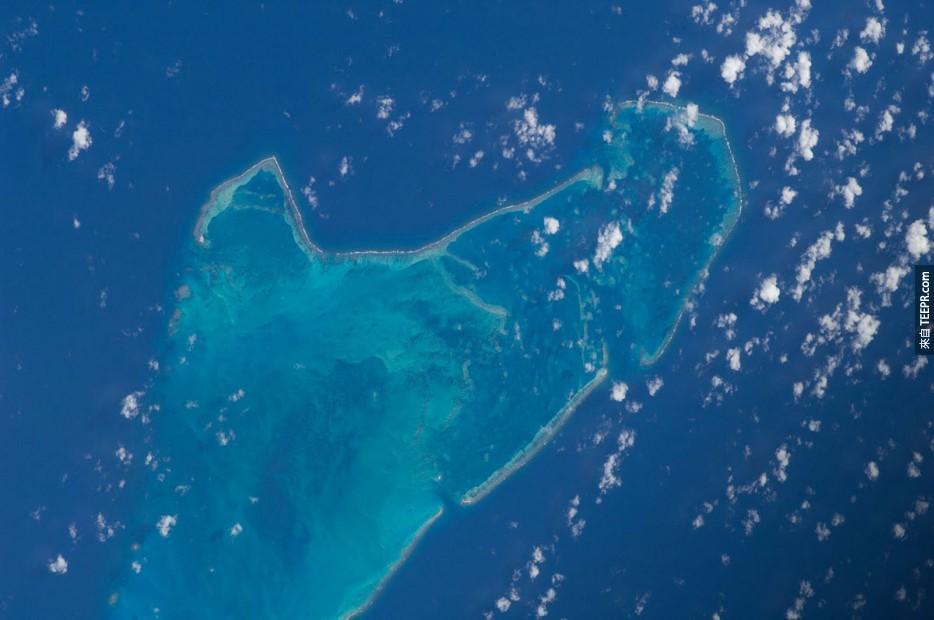 18. 卡約德塞拉納礁,哥倫比亞
