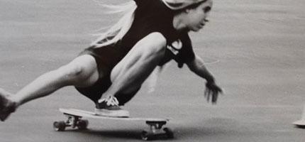 這些滑板女孩會徹底改變你對1970年代女性的想法。