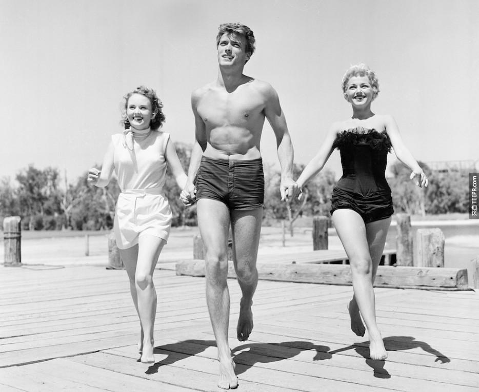 克林特·伊斯特伍德與女演員橄欖斯特吉斯和達尼Crayne在舊金山,1954年。