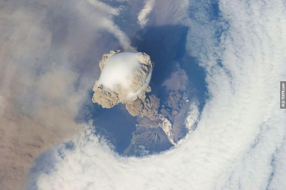 21. 2009年俄羅斯的Sarychev山頂火山噴發