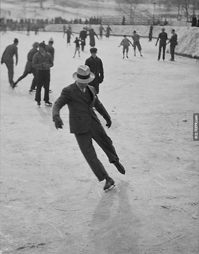 一名男子滑冰西裝(1937年)。
