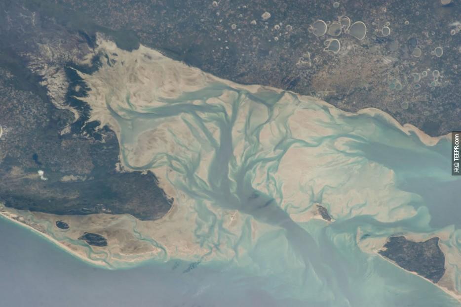 57. 伊尼揚巴內灣和維蘭庫盧什,莫桑比克