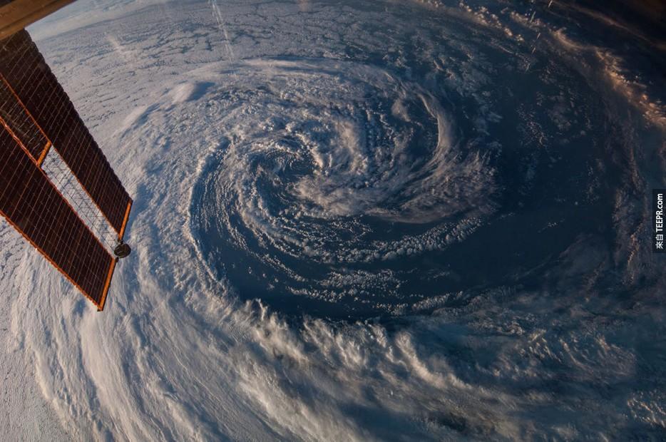 12. 澳洲西南邊的一場風暴。