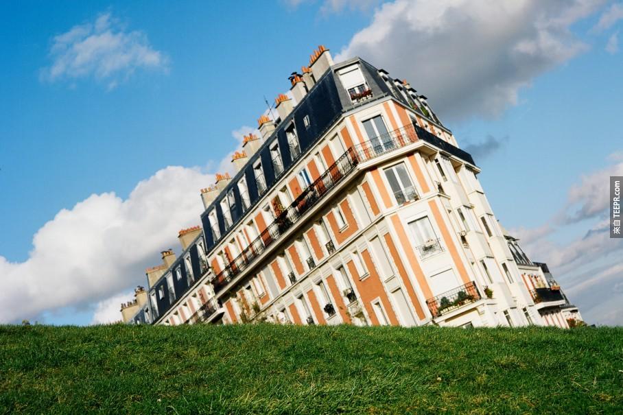 27.) We're sinking! Abandon ship! - Montmartre, Paris, France