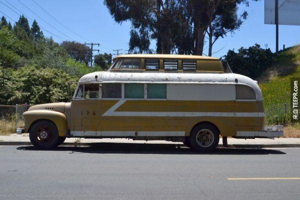 如果有人要賣我這台1948年的老巴士,我一定不會買,因為我還沒有看過這些改裝後的照片。