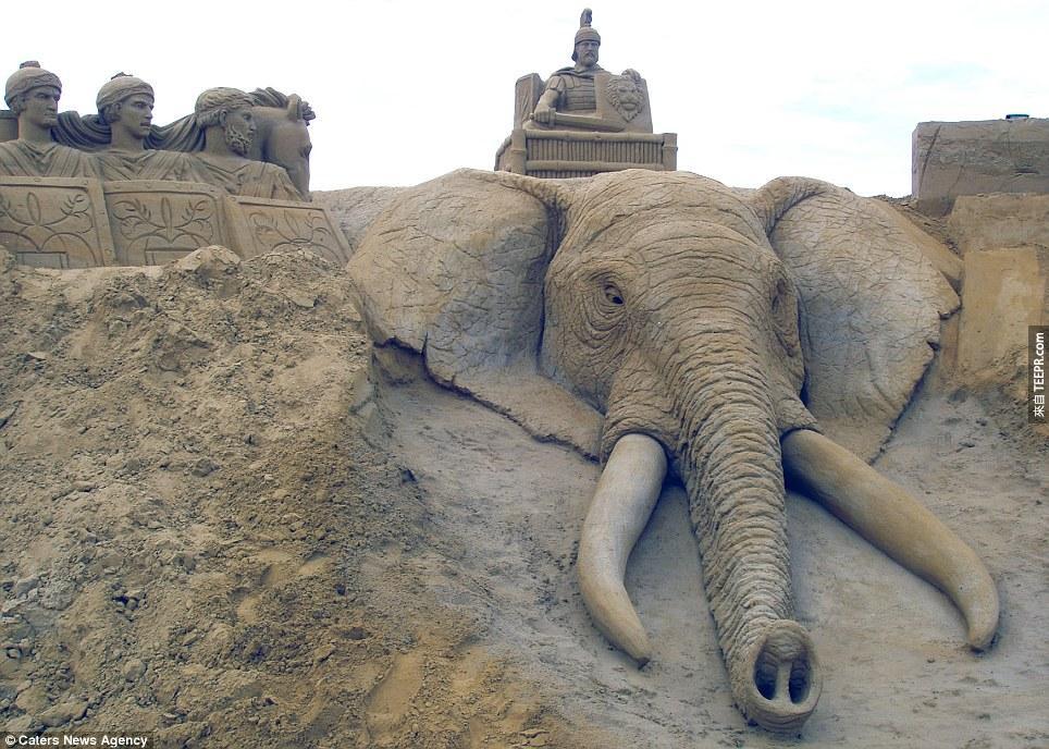 大部分的沙雕需要花上他們三四天的時間,但有些則需要花上三四個禮拜才能完成。