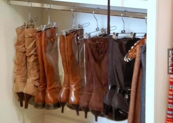18.) 誰說衣架只能掛衣服?你看看,靴子這樣收納是不是更整齊了呢!
