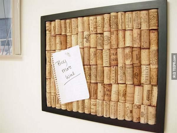 4.) 用軟木塞做一面公佈欄。(好有創意啊~而且還有喝酒的藉口呢!)