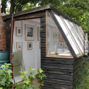 14. 把你破舊的花園棚改造成迷人的藝術家棚子。