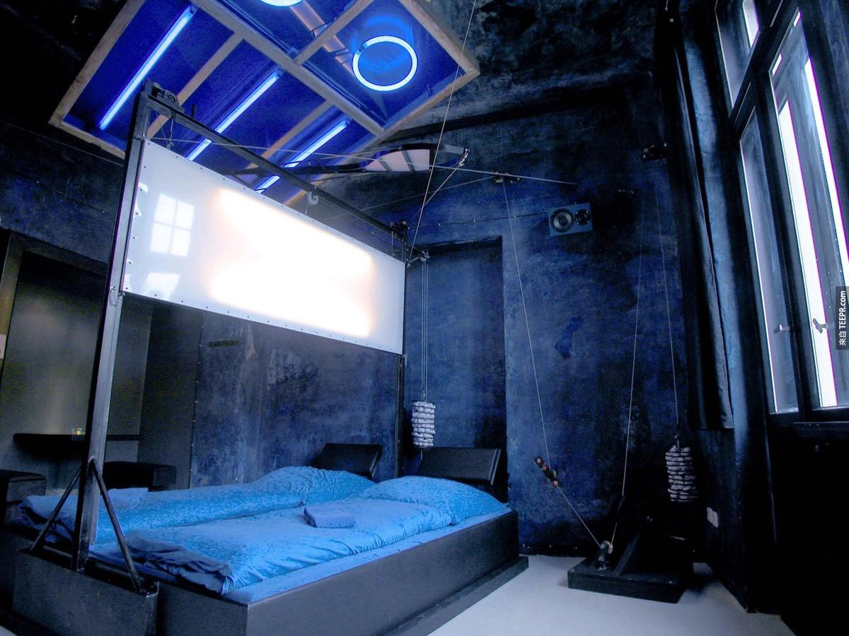普通的旅館住膩了嗎?那你一定要看看這間讓你身處「密室逃脫」的瘋狂旅館,扭曲獵奇風格讓你想睡都睡不著!