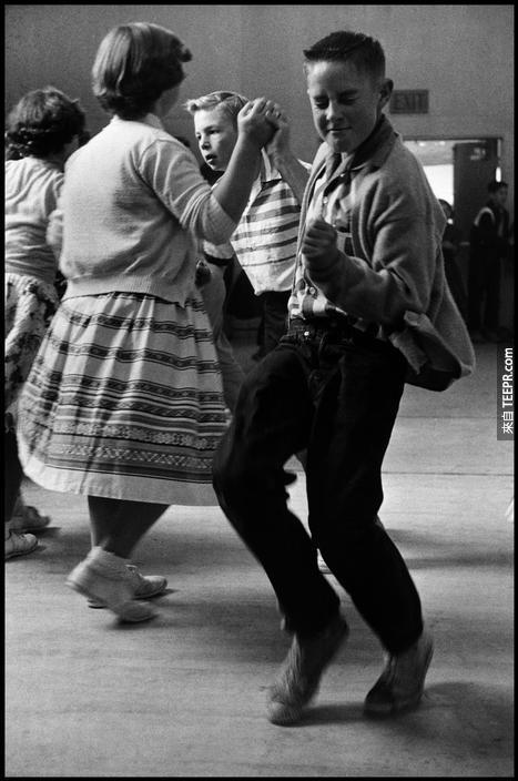 一個小男孩偷了表演,回來時,初中的孩子知道如何跳舞(1950)。