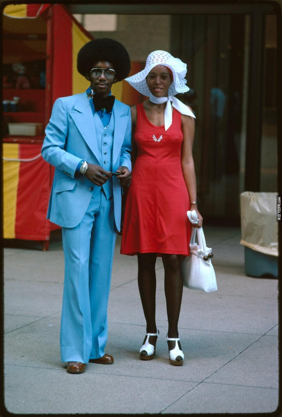 在芝加哥的一對夫婦在密歇根大道(1975)。