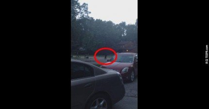 這名男子早上正要去上班的時候,在門外看到最奇怪的景象。