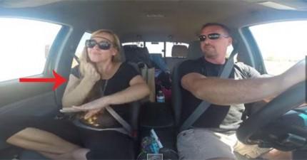 來看看這對情侶用最獨特的方式跟著收音機一起把音樂唱出來。
