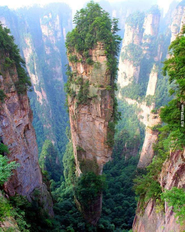 攀越天子山:中國張家界。