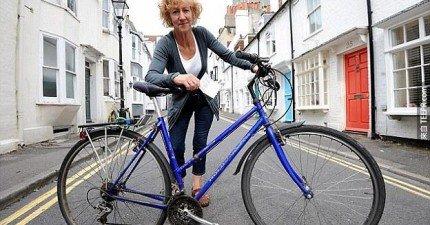 在他的腳踏車被小偷偷走後,這是他最「貼心」的報復。