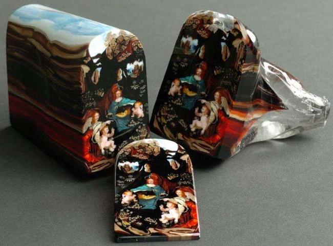 每片要價 5000 美元的玻璃藝術品。