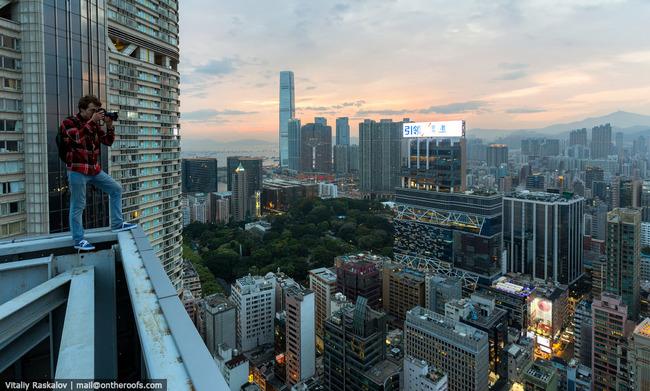 28.) 拍下城市中美麗的夕陽。