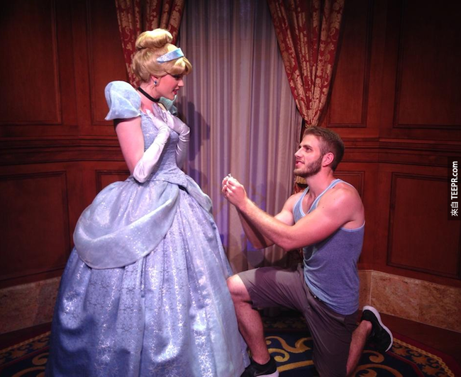 在成功向小仙女( Tinkerbell )求婚前,他先追求了灰姑娘、小美人魚、長髮姑娘( Rapunze )、茉莉公主  ( Jasmine ),甚至是加斯頓(Gaston)。