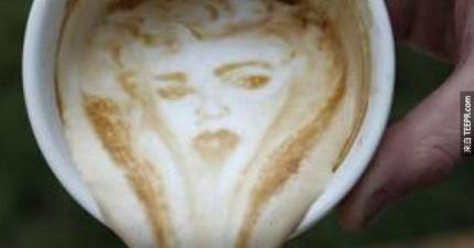 這個神乎奇技的咖啡拉花,你一定不忍心把它喝下去!