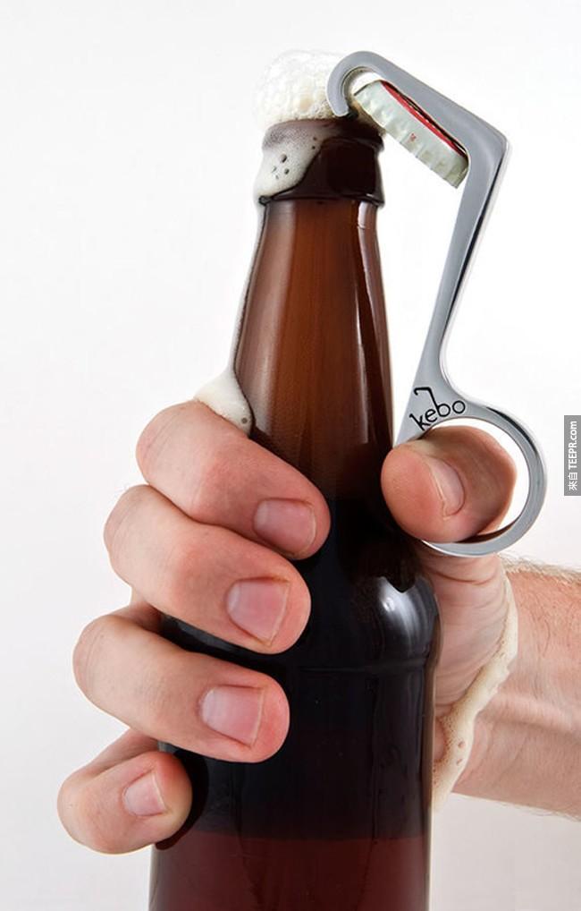 2. 一只手就搞定的开瓶器。