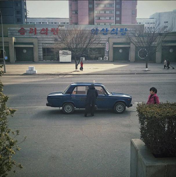 平壤街道上的計程車。