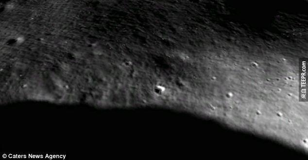 月球上的人?月球表面坑洞上疑似外星人的影子。