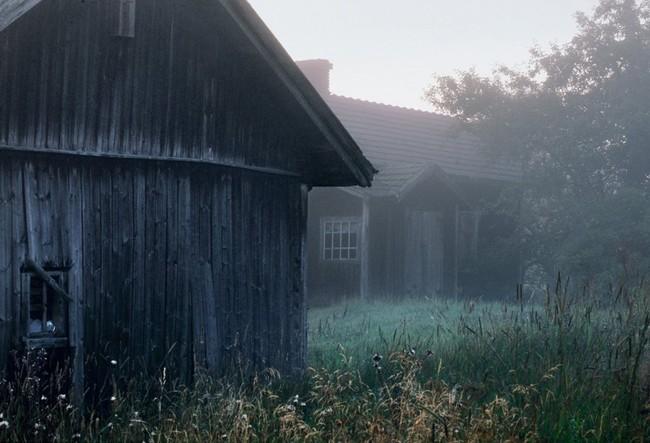 在芬蘭鄉村被遺忘的房子。