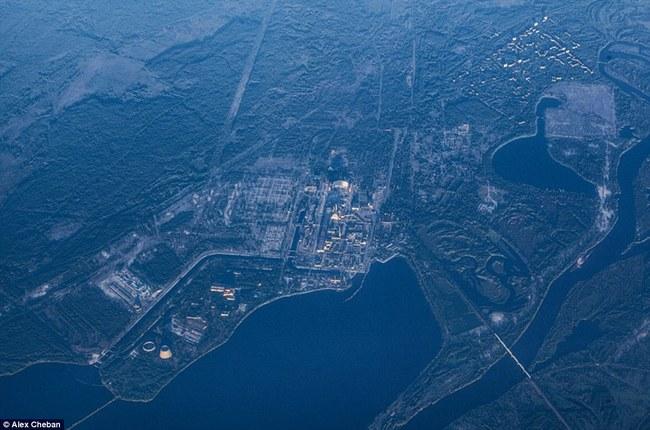 看看2013的空拍圖,再看看森林如何向城市逼近。