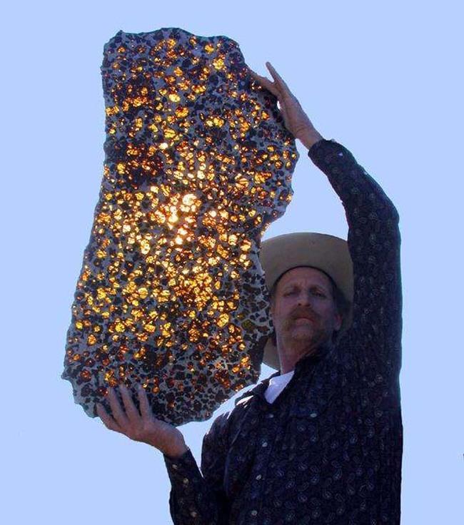 超級壯觀的阜康隕石。