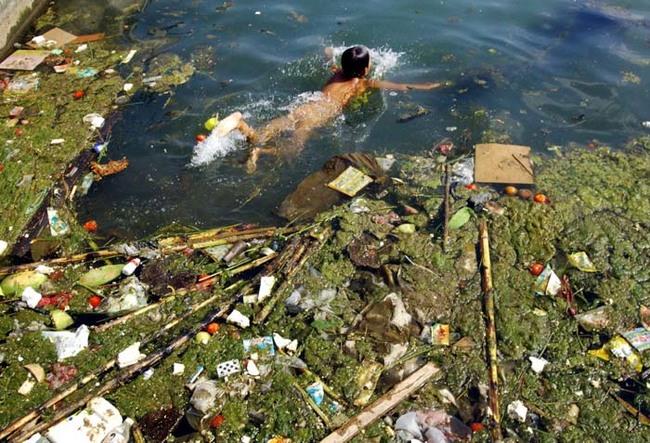 生活在中國快速工業化城鎮的人們受到非常嚴重的水污染。