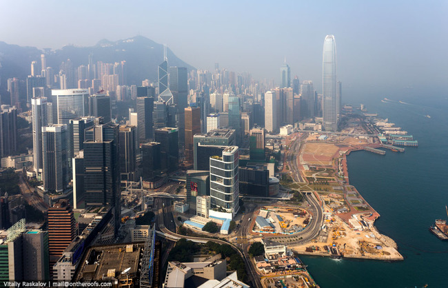 22.)在香港常常有一些雲霧。