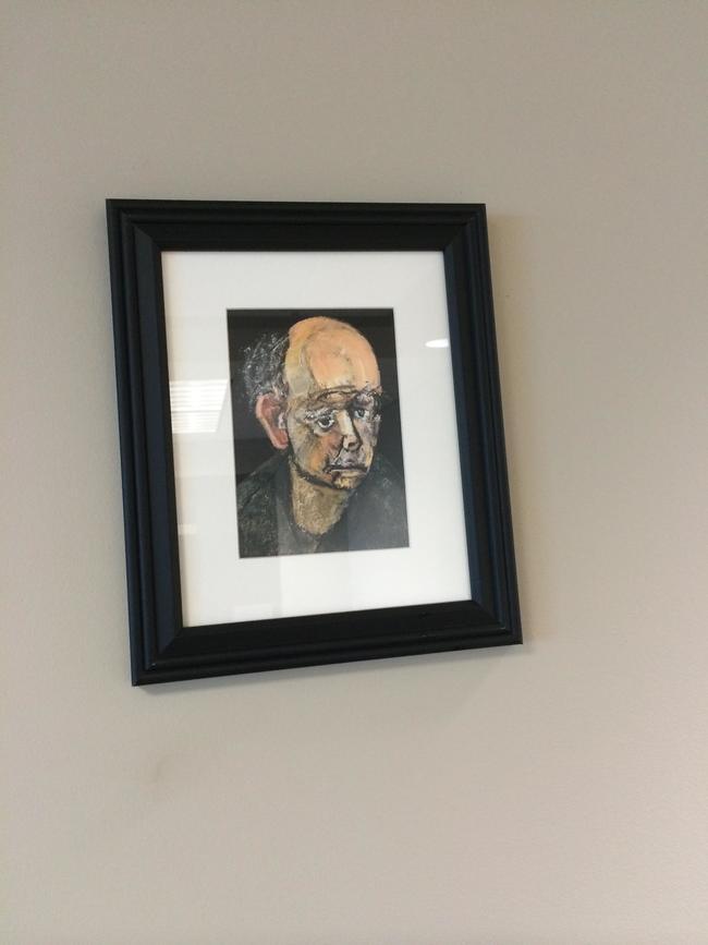 他被診斷出罹患阿滋海默症之後,就開始每年畫一次自己的臉。每一張都讓我看得心碎!
