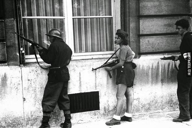 27.) Simone Segouin,來自法國的 18歲戰將,1944。
