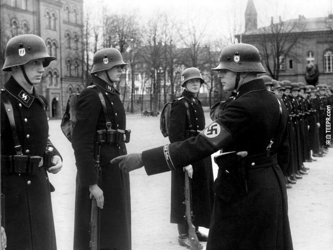 7.) 希特勒在柏林專屬的貼身保鏢,1938。