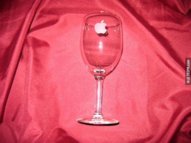 2. 蘋果玻璃酒杯
