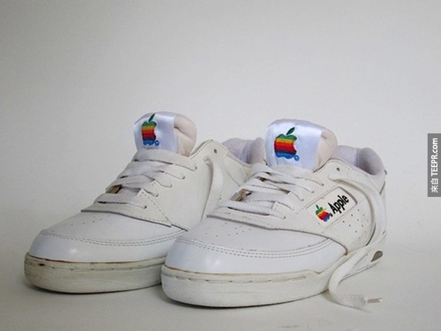 15. 蘋果愛迪達(Adidas)球鞋