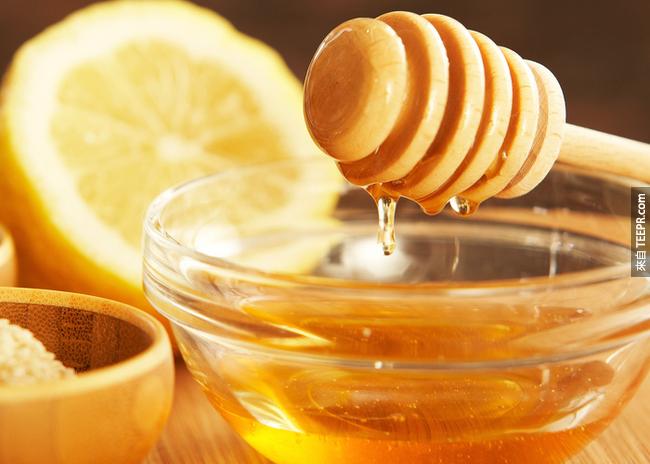 12. 蜂蜜:加到你的茶裡頭,可以加強你的抗病毒細胞。