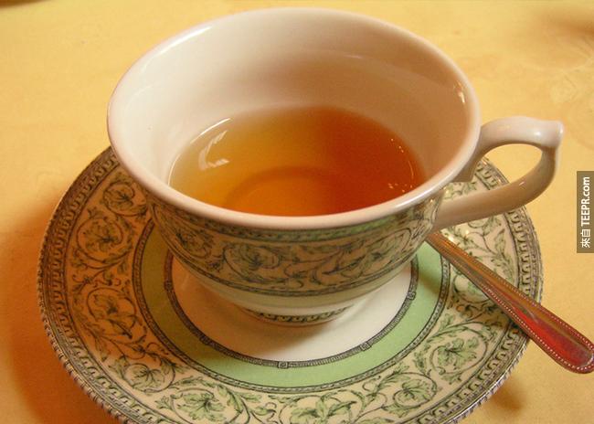 3. 茶:熱飲有助於紓緩鼻塞和喉嚨痛。綠茶還可以刺激抗病毒細胞的生長。